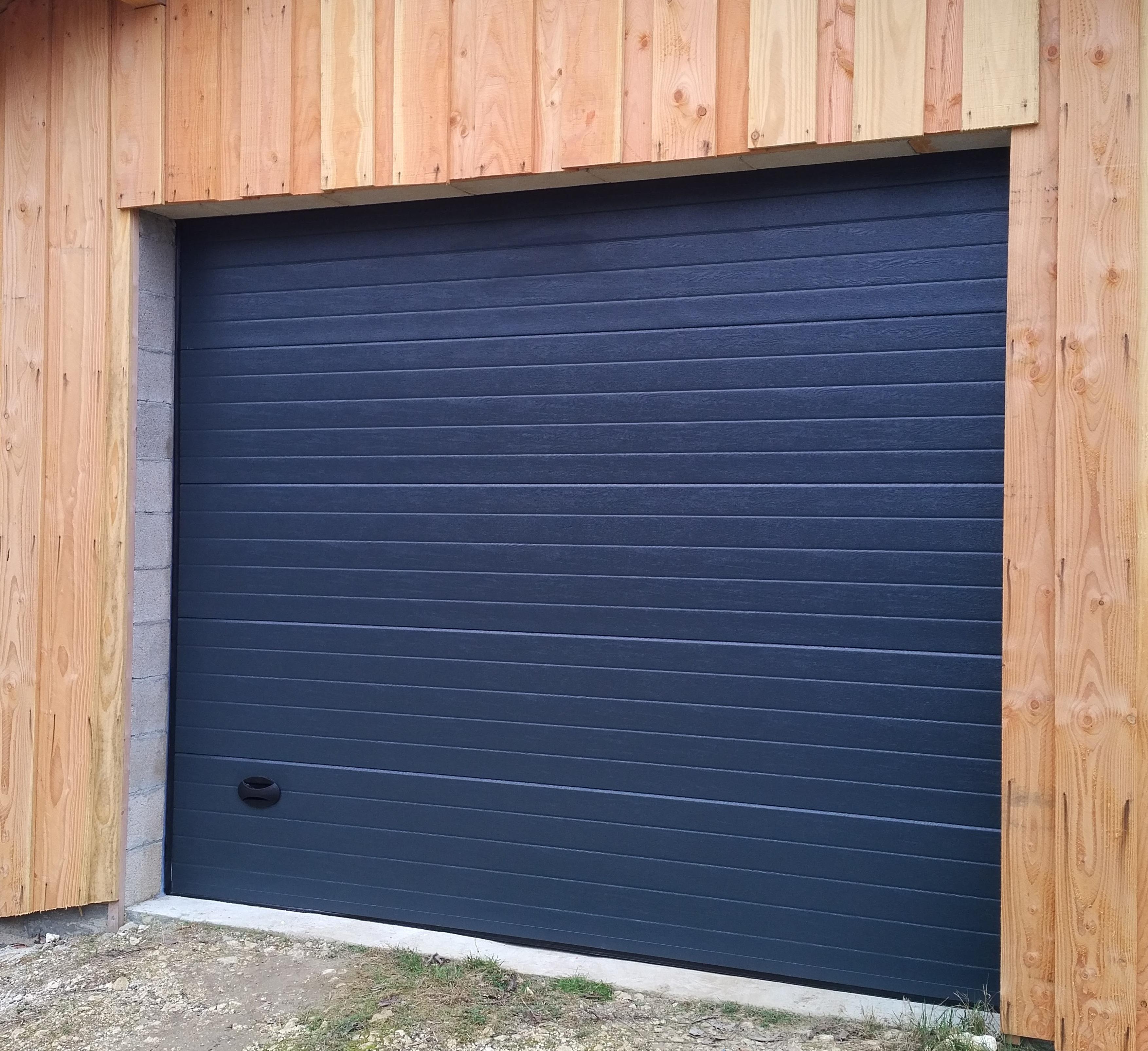 R alisations exclusives menuiserie industrielle b ze Porte de garage eveno